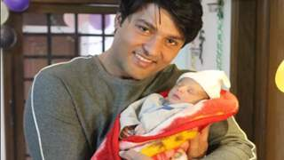 Diya Aur Baati Hum actor Anas Rashid shares the FIRST PICTURE of his daughter coming home