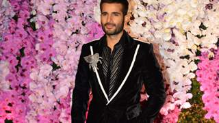 #ManCrushMonday: Karan Tacker Looks Dapper In Manish Malhotra Suit At Ambani's Reception Party