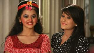 #ThrowbackThursday: Can you guess the show from this picture of Helly Shah and Shivangi Joshi?