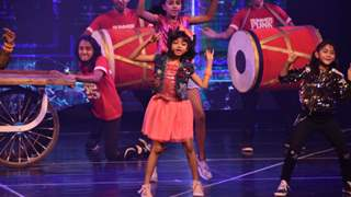 Aaradhya Bachchan 's enigmatic dance performance set the stage on Fire!