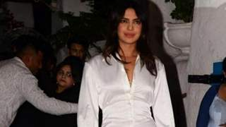 """What happened?"" ask fans as Priyanka Chopra was spotted with a knee brace on!"