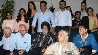 Salman Khan hosts a special screening of Bharat for the families who experienced 1947 partition!