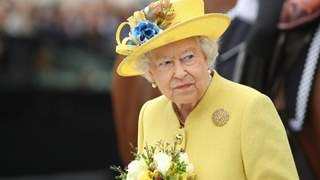 An intruder breaks into Buckingham Palace; Queen Elizabeth II in danger?