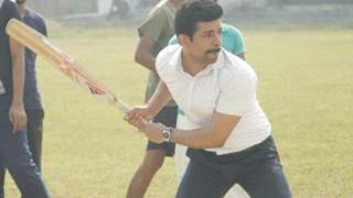 Viineet Kumar spotted playing cricket with students in Lucknow!