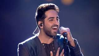 Ayushmann Surprises the audience with his Amitabh Bachchan and Shah Rukh Khan's mimicry!