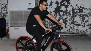 "Salman Khan reveals owing Rs 1.25 to a mechanic, Says ""I felt so embarrassed."""