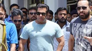 Salman Khan Snatches a Fan's Phone After Selfie-Seekers Pester him!