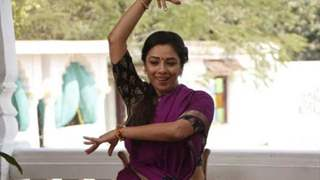 Rupali Ganguly Dances Barefoot in Scorching Sun on The Floor of Sun Temple in Ahemdabad