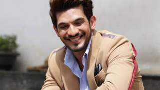 Arjun Bijlani Leaves For A Family Trip!