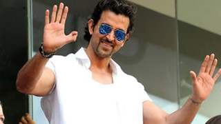 Hrithik Roshan Extends Help to Paparazzi amid Coronavirus Pandemic