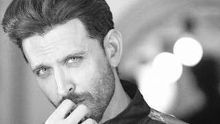 Paparazzi Cannot Thank Hrithik Roshan Enough for his Generosity