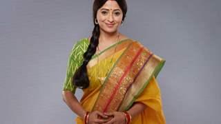 ''Deepshika and I are like 2 ends of a pole,'' says Reena Kapoor