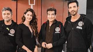 Ek Villain Returns: Jeetendra Kapoor bonds with Disha Patani, John Abraham; Showers his blessings