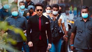 Tiger Shroff treats fans with personalised messages to stay safe amid Covid-19