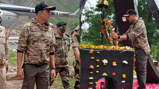 Photos: Akshay Kumar meets BSF jawans at Tulail Valley, Kashmir; Pays homage to the fallen braves: Officials