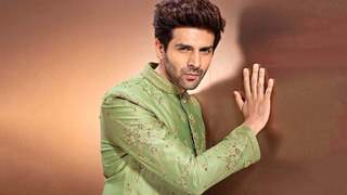 Kartik Aaryan breaks the internet with a new and 'sexy selfie'; Read the hilarious replies from his fans