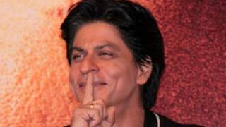 Shah Rukh Khan has a witty and cryptic response to a fan asking him if he is 'berozgaar'; Read below!
