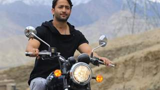 Shaheer Sheikh gets captured in the camera cleaning litter at Pangong lake Ladakh