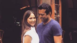 Kim Sharma makes relationship official with Leander Paes