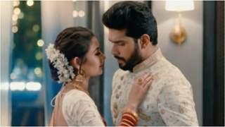 Pallavi seduces Raghav; Raghav accidently express love to Esha in 'Mehndi Hai Rachne Waali'