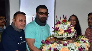 Sunny Deol turns a year older, gets an adorable birthday wish from co-star Ameesha Patel
