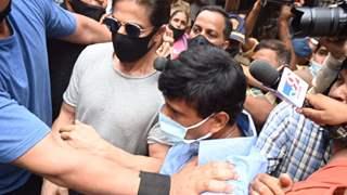 Aryan Khan gets emotional after meeting father Shah Rukh Khan in Arthur road jail