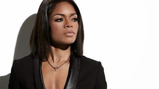 Naomie Harris cant 'believe' that Daniel Craig dont want to be Bond