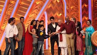 What happened when Chakravartin Ashoka Samrat won the Best Parivaar Award?