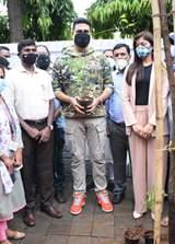 Abhishek Bachchan adopts tree with Saniya Saiyad, Vishwas Mote & Anusha Srinivasan Iyer