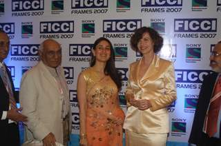 Kareena Kapoor with Yash Chopra and Italian actress Anna Galiena at the opening ceremony of FICCI FRAMES