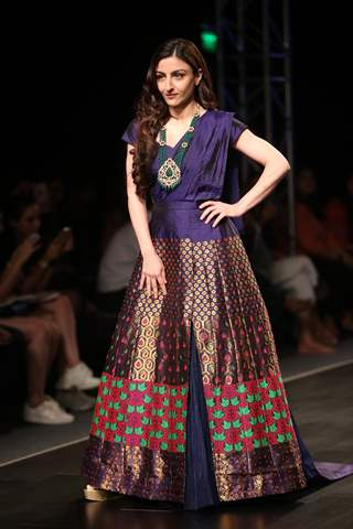 Bollywood Celebrities walk the ramp at Lotus Makeup India Fashion Week!
