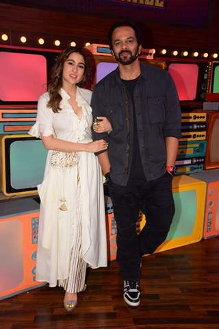 Sara Ali Khan and Rohit Shetty on the sets of Movie Masti with Maniesh Paul