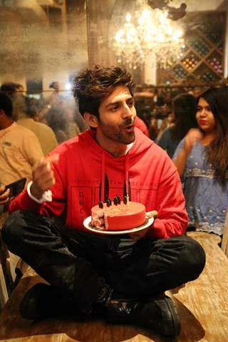 Kartik Aaryan celebrates his birthday!