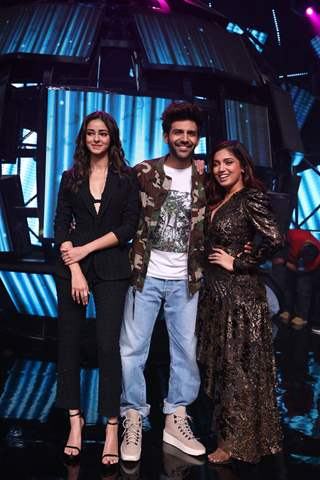 The cast of Pati,Patni aur woh on the sets of Indian Idol season 11