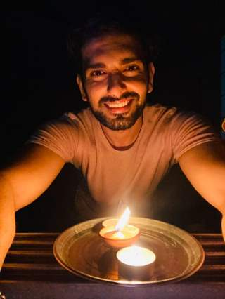 TV Celebs come in Solitary by Lighting Diyas for 9pm 9 Minutes!