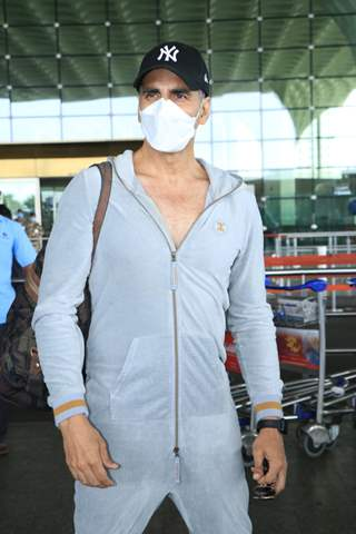Akshay Kumar Jets off to UK for the First International shoot schedule of Bell Bottom!
