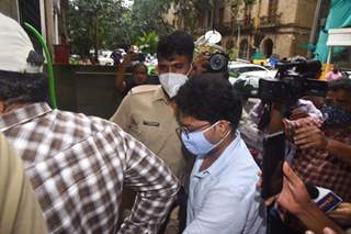 Siddharth Pithani and Sushant's sister Mitu arrives at Enforcement Directorate office!
