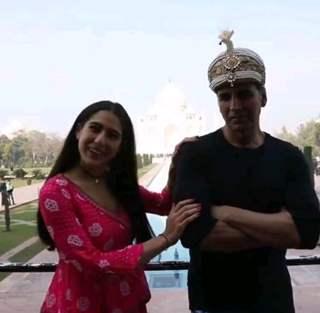 Akshay Kumar and Sara Ali Khan snapped at sets of Atrangi Re...