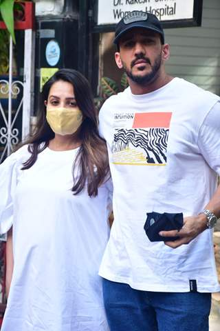 Mommy-to-be Anita Hassnandani and Rohit Reddy spotted at Women's hospital, Khar