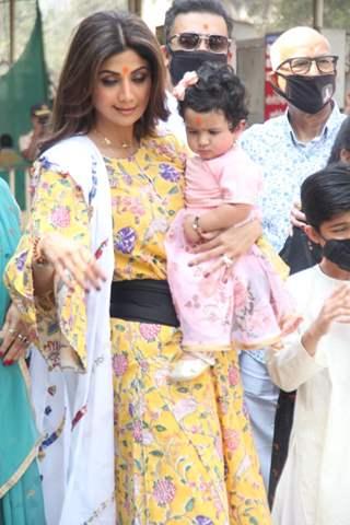 Shilpa Shetty visits Siddhi Vinayak Ganapati Mandir with her daughter Samisha