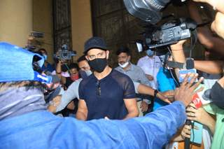 Hrithik Roshan snapped at Mumbai Police Commissioner's office