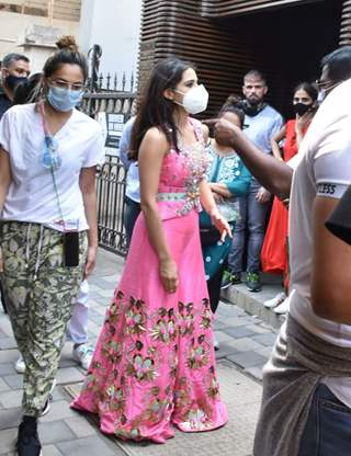 Pretty in Pink: Sara Ali Khan snapped at a shoot in Juhu