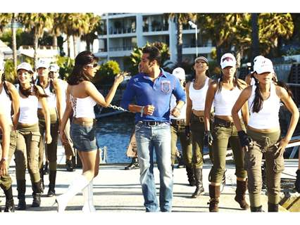 A still image of Priyanka Chopra and Salman Khan
