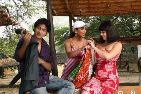 Subhashish, Nauheed and Hrishita in Aasma movie