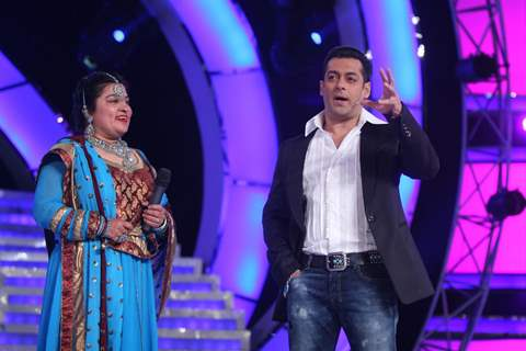 Salman Khan with Dolly Bindra at Finale of Bigg Boss 4