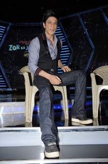Shah Rukh Khan on the sets of Imagine Zor Ka Jhatka at Yashraj Studios in Mumbai. .