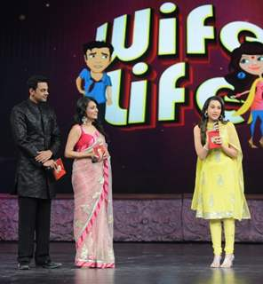 Karishma Kapoor with Mini Mathur and Cyrus Sahukar in Grand Finale of Wife Bina Life