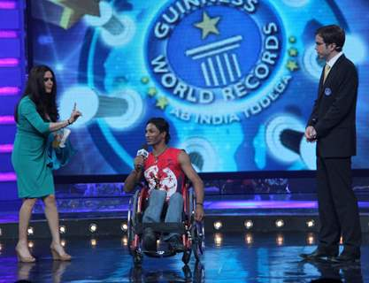 Still from tv show Guinness World Records - Ab India Todega