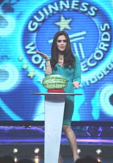 Preity Zinta as a host in Guinness World Records - Ab India Todega