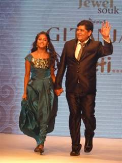 Ulka Gupta walk the ramp for a Social Cause at 'Jewelsouk presents Gitanjali-Beti' in IIJW 2011
